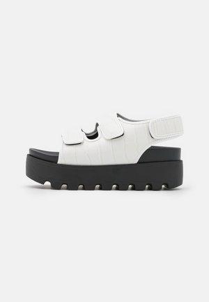 HUGO - Sandalias con plataforma - white