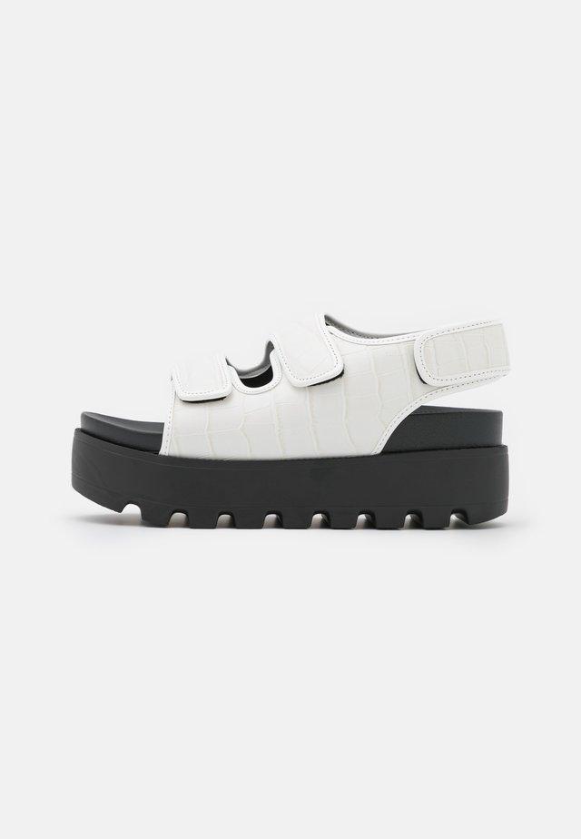 HUGO - Sandales à plateforme - white