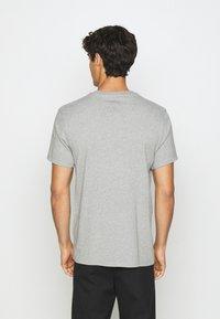 DOCKERS - PACIFIC CREW TEE - T-shirt - bas - heather grey - 2