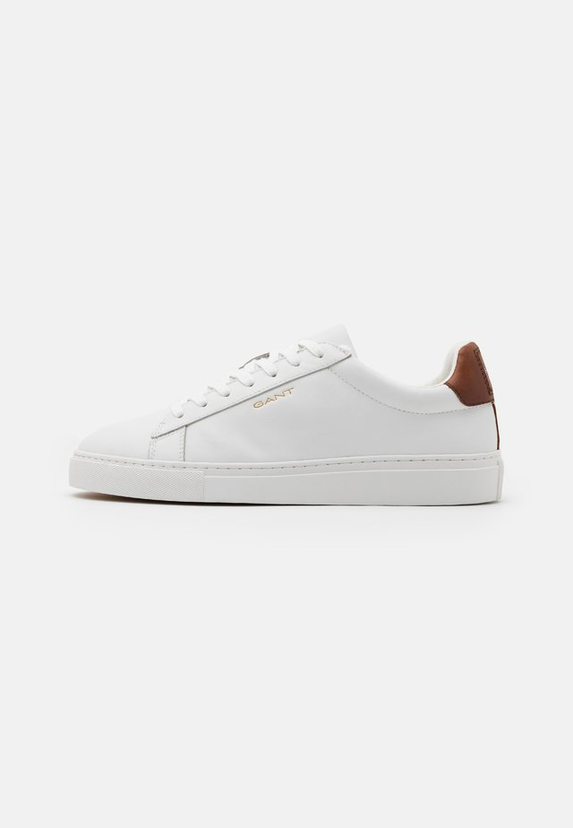 MC JULIEN  - Sneakers basse - bright white/cognac