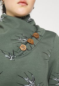 ONLY - ONLPIP NADINE HIGHNECK - Sweatshirt - balsam green - 5