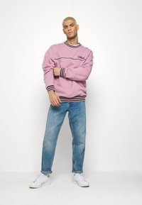 Kickers Classics - PIPED CREWNECK  - Sweatshirt - pink - 1