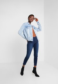 Paige - HOXTON CROP - Jeans Skinny Fit - dark-blue denim - 1