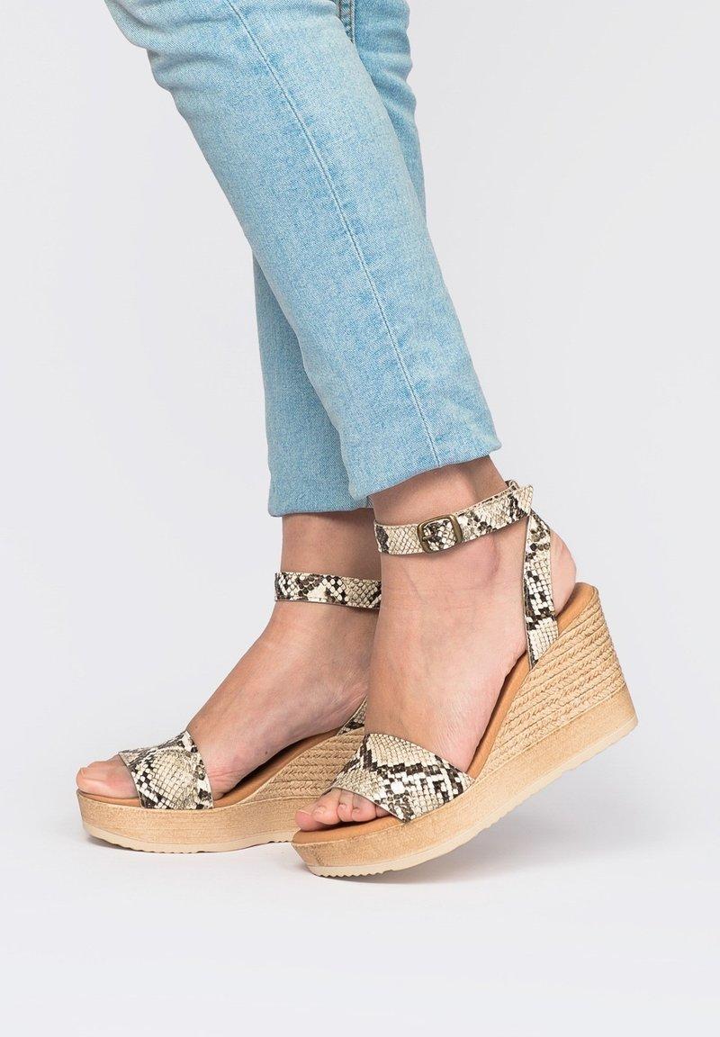 Eva Lopez - High heeled sandals - Marrón