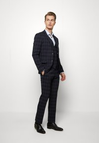 Ben Sherman Tailoring - MIDNIGHT TEXTURED CHECK SUIT - Completo - navy - 1