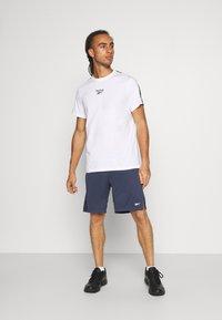 Reebok - TAPE TEE - T-shirt med print - white - 1