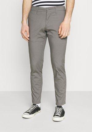 SID PANT DELTONA - Pantalones chinos - shiver rinsed