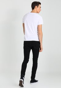Jack & Jones - JJILIAM JJORIGINAL - Vaqueros pitillo - black denim - 2