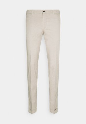 GRANT STRETCH PANTS - Chinos - sand grey