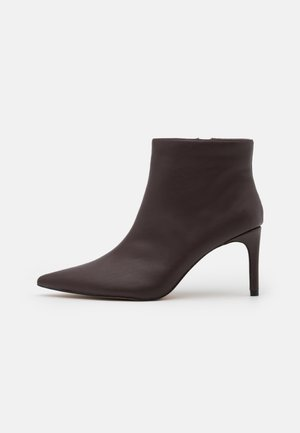 POINTY STILETTO  - Kotníková obuv - brown