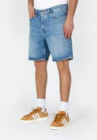 Carhartt WIP - NEWEL - Denim shorts - blue - 0