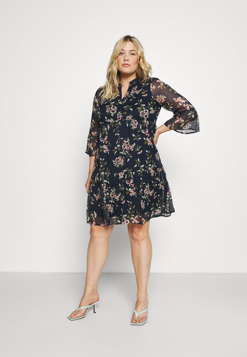 Vero Moda Curve - VMKAY DRESS - Sukienka letnia - navy blazer