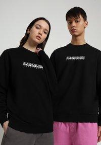 Napapijri - B-BOX CREW - Sweater - black - 2