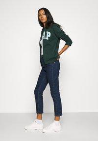 GAP - CIGARETTE RYDALE - Slim fit jeans - dark indigo - 3