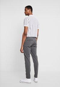 Only & Sons - ONSMARK PANT STRIPE - Spodnie materiałowe - medium grey melange - 2
