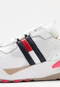 Tommy Jeans - COOL RUNNER - Trainers - white/glamour - 2