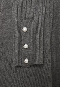 Dorothy Perkins Tall - PEARL BUTTON CUFF V NECK JUMPER - Maglione - grey marl - 2
