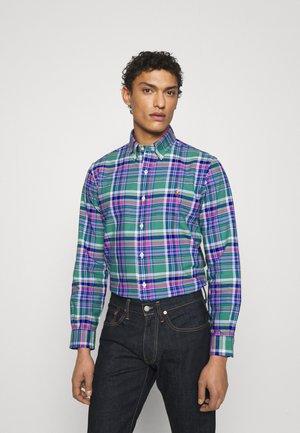 CUSTOM FIT PLAID OXFORD SHIRT - Skjorta - green/pink multi
