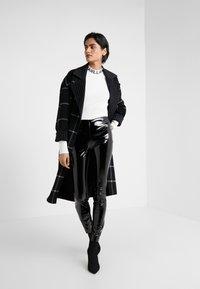KARL LAGERFELD - PATENT - Leggings - Trousers - black - 1