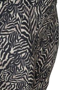 Zizzi - Leggings - Trousers - black zebra aop - 4