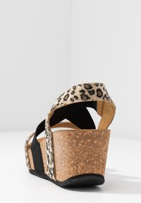 Copenhagen Shoes - STACIA LEOPARD - Sandalias con plataforma - brown - 5