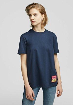 T-Shirt print - black iris