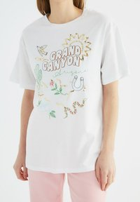 Trendyol - Print T-shirt - white - 4