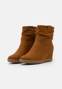 Anna Field - HAWAI - Wedge Ankle Boots - cognac - 2