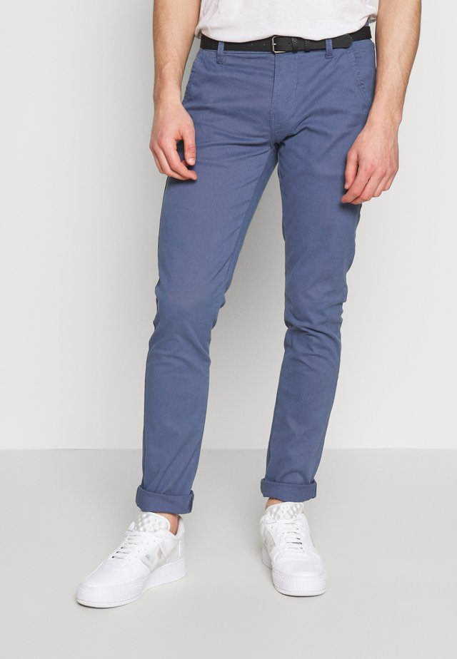 CLASSIC WITH BELT - Chino kalhoty - dusty blue