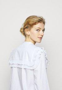 Bruuns Bazaar - POSY EDITOR - Button-down blouse - white - 4