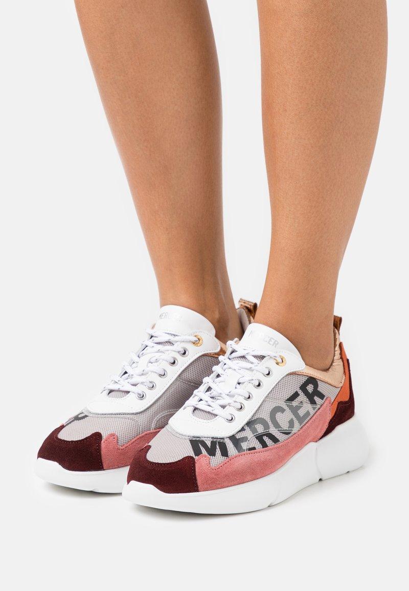 Mercer Amsterdam - W3RD - Baskets basses - white/orange/pink/burgundy