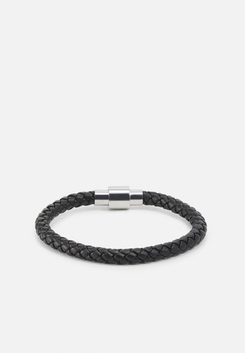 PLAITED BRACELET WITH MAGNETIC CLOSURE