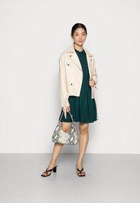 Vero Moda - VMUMA SHORT DRESS - Vestito estivo - ponderosa pine - 1