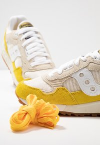 Saucony - SHADOW VINTAGE - Sneakers laag - yellow/tan/white - 7
