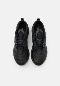 Nike Sportswear - AIR MAX EXOSENSE UNISEX - Trainers - black/anthracite/dark smoke grey/smoke grey - 3