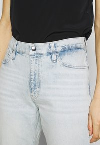 Calvin Klein Jeans - MOM  - Relaxed fit jeans - bleached blue - 4