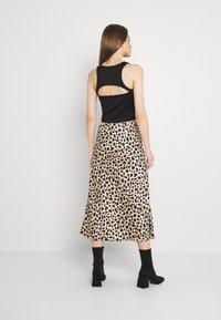 Gina Tricot - ISLA MIDI SKIRT - Maxi skirt - tan/black - 2