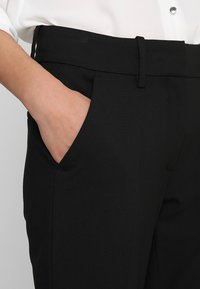 Fiveunits - CLARA CROP - Trousers - black glow - 4