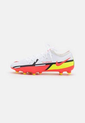 PHANTOM GT2 PRO AG-PRO - Voetbalschoenen met kunststof noppen - white/bright crimson/volt