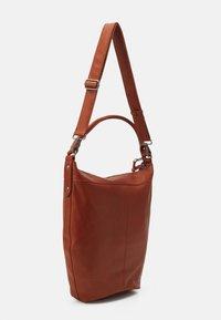 FREDsBRUDER - DAILY ZOOM - Handbag - whisky - 1