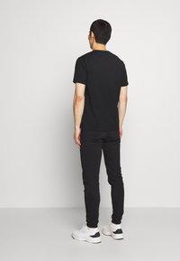 Bricktown - SMILING MINION SMALL - Print T-shirt - black - 2