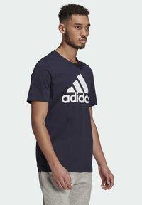 adidas Performance - T-shirt z nadrukiem - dark blue - 2