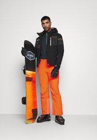 CMP - MAN PANT - Spodnie narciarskie - orange fluo - 1