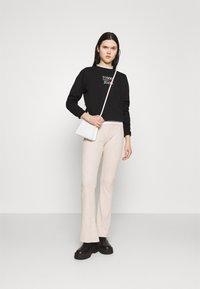 Tommy Jeans - LOGO CREW - Sweatshirt - black - 1