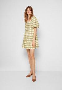 Faithfull the brand - LEILANI MINI DRESS - Denní šaty - ligne/olive - 0