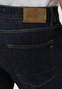 BRAX - STYLE CHRIS B - Denim shorts - raw blue - 4
