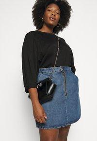 Guess - DINNER DATE MINI SHOULDER BAG - Handbag - black - 1