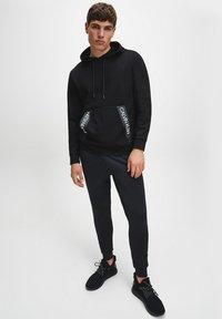 Calvin Klein Performance - Pantaloni sportivi - Black - 1