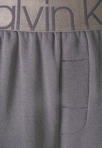 Calvin Klein Underwear - ICONIC LOUNGE PANT SET - Pyjama set - purple haze - 7