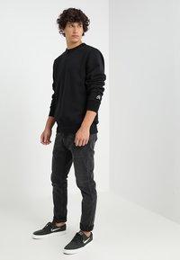 Nike SB - CREW ICON - Bluza - black - 1